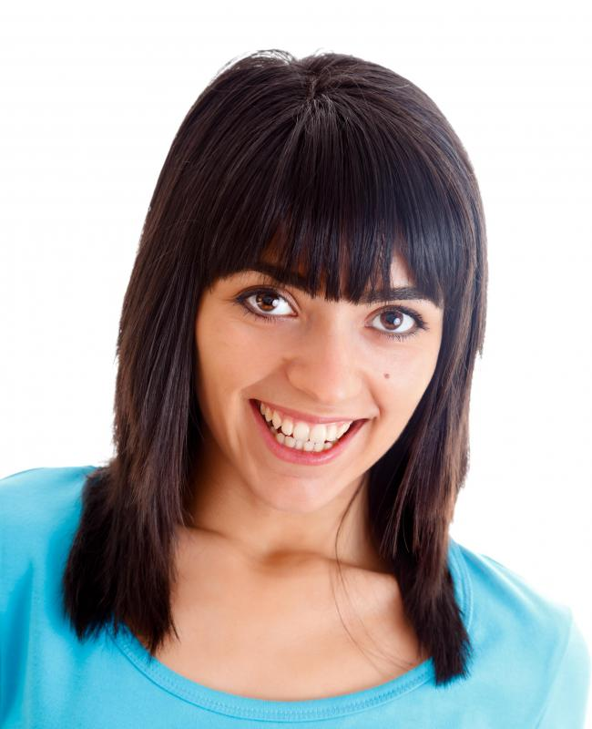 The shape of one's face should be taken into consideration when cutting bangs.