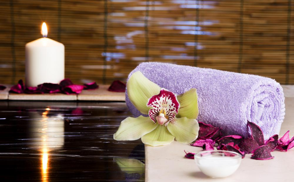 Some upscale spas offer thermal baths and other balneology treatments.