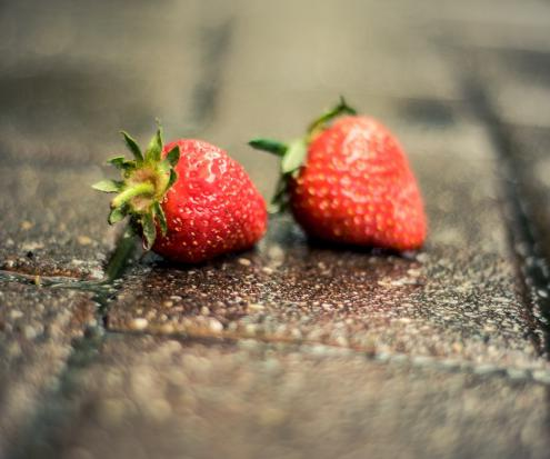 It could take far less than five seconds for these strawberries to become contaminated.