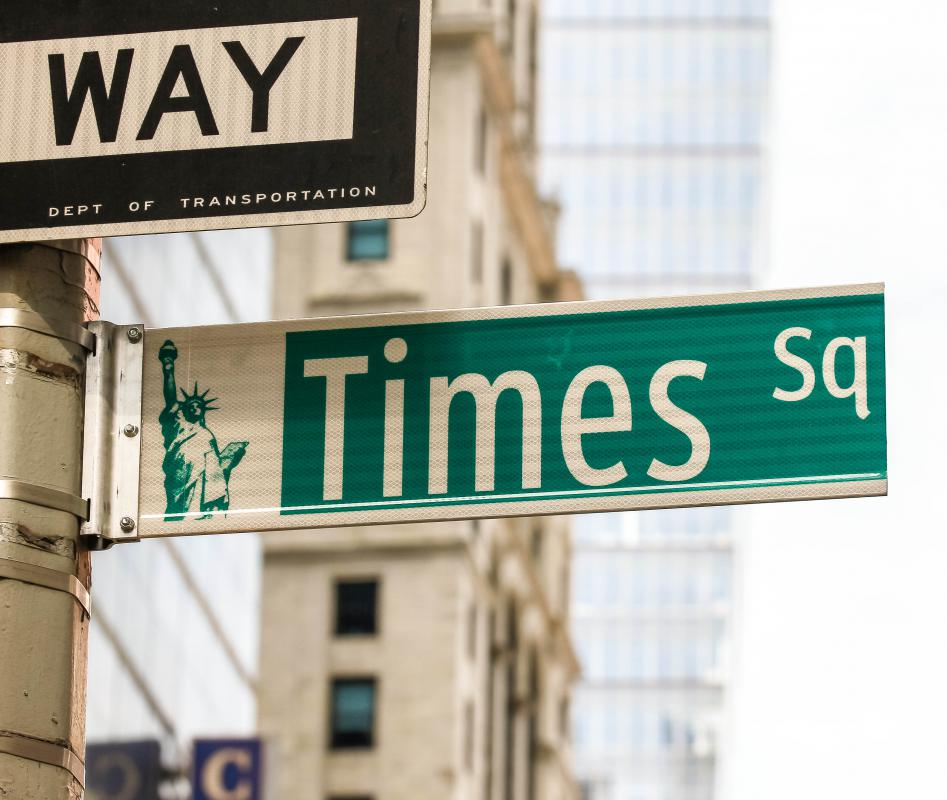 In the United States, street signs commonly have white letters on a green background.