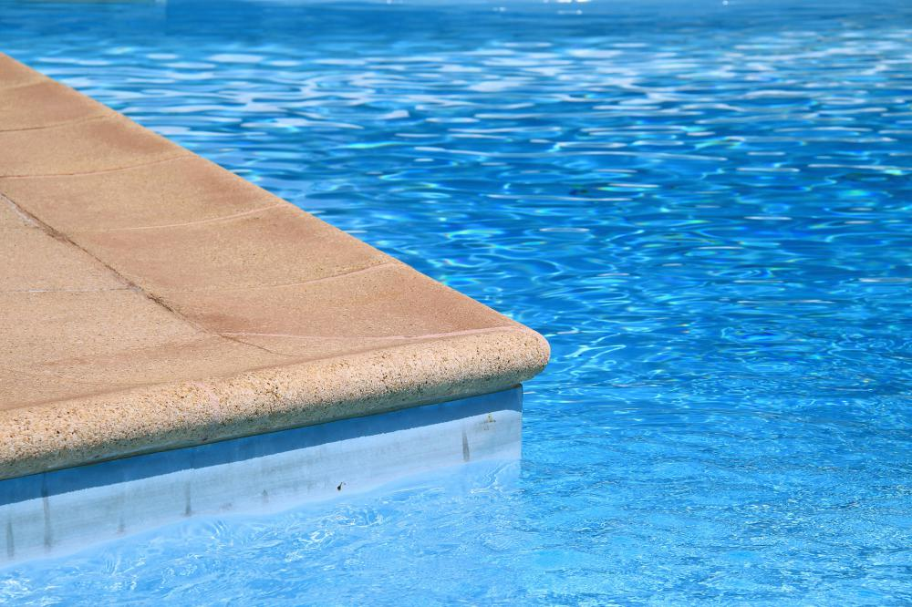 what are the different types of swimming pool chlorine