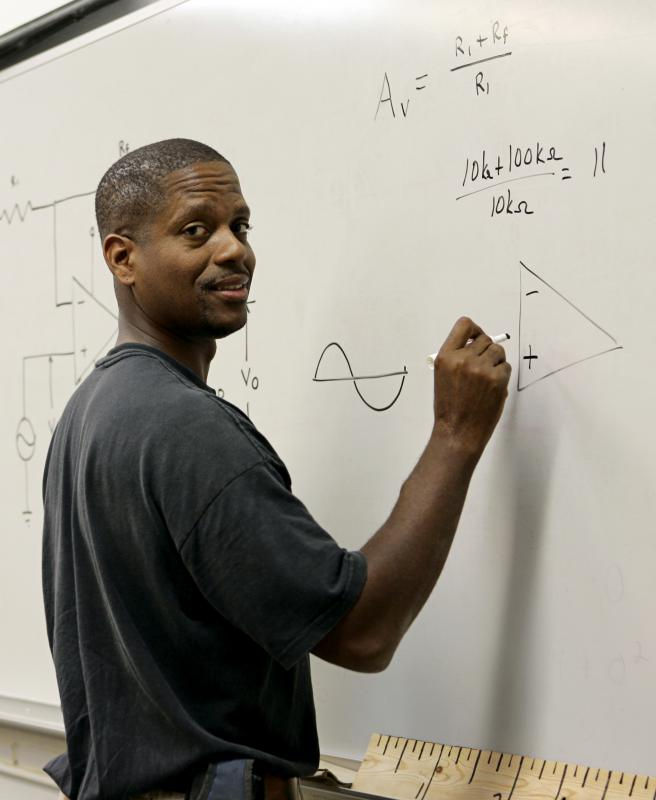 How do I Become a Geometry Teacher? (with pictures)