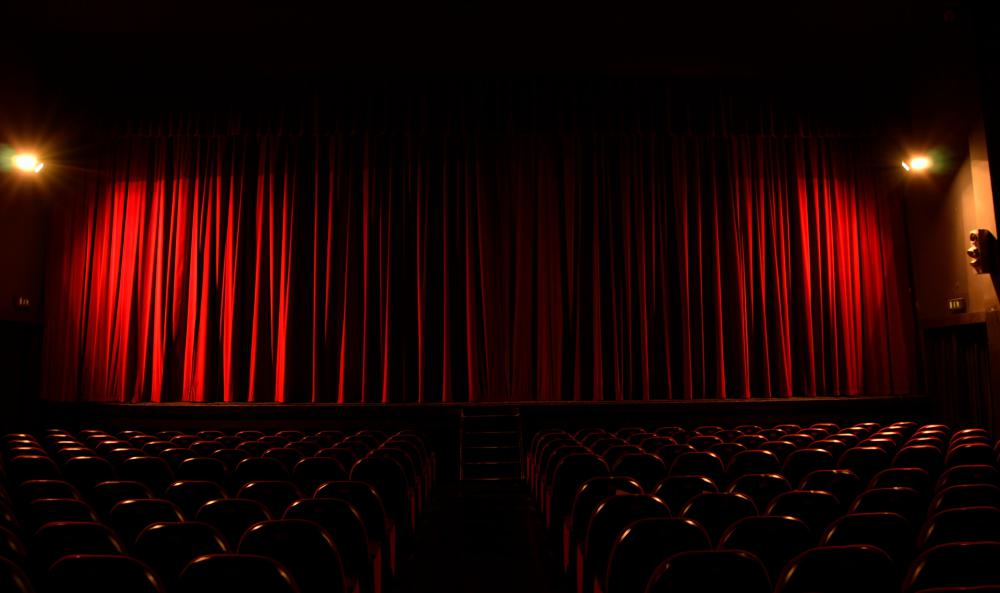 What is Dinner Theater? (with pictures)