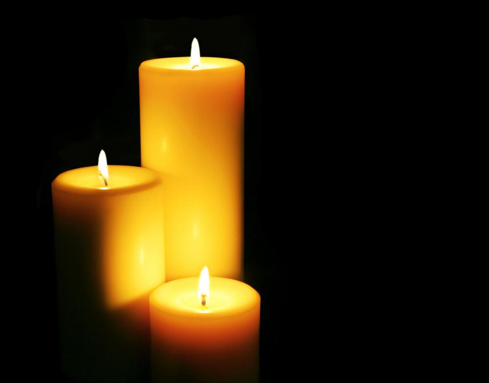 What Is A Dripless Candle? (with Picture)