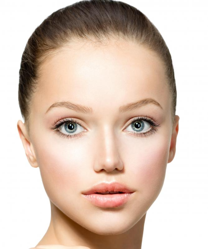 Women with oval faces should consider first applying a base foundation, then a second, darker foundation to highlight the cheeks and chin.
