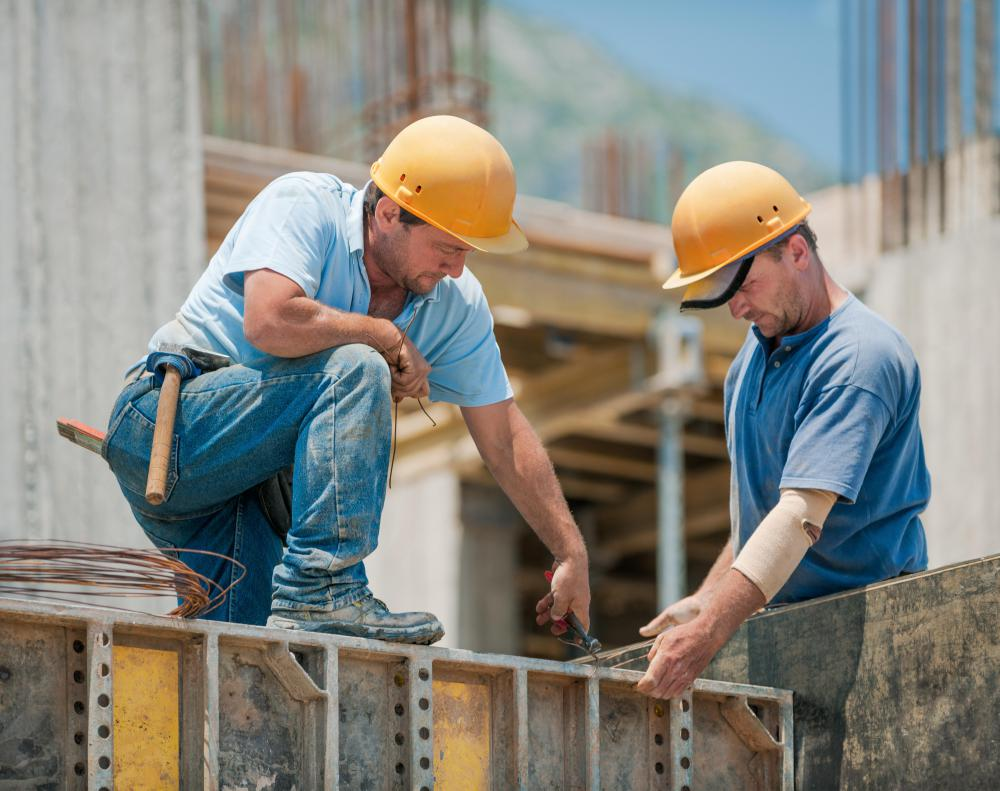 Construction safety officers may have experience as a contract worker.