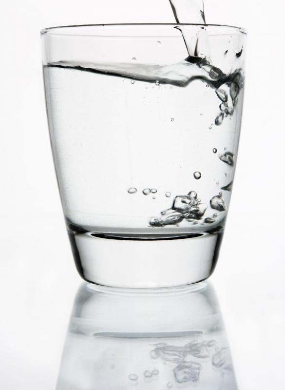 How Much Does 1 Gallon Of Water Weigh Glass of drinking water.
