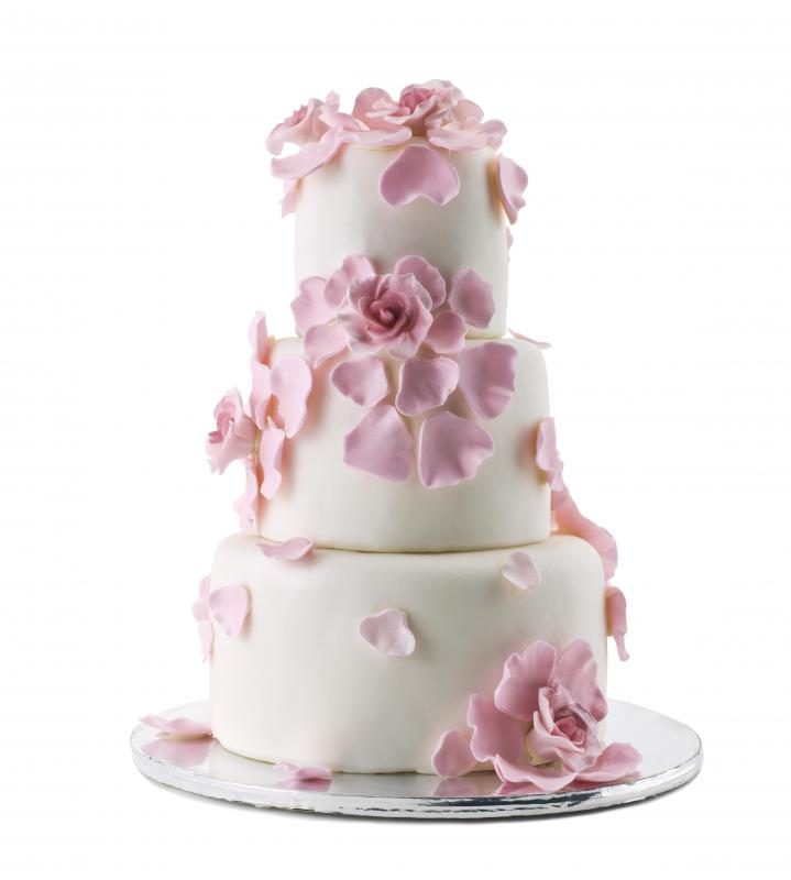 Fondant looks clean and flawless on a wedding cake.