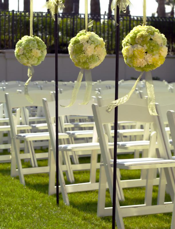 A wedding theme helps determine what decorations properly fit the occasion.