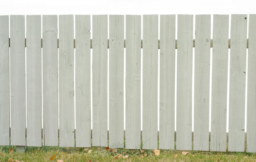 Wood picket garden fences are traditionally painted white or whitewashed.