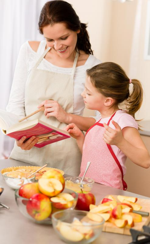 Cooks use alternating attention when reading a recipe and then preparing a dish.
