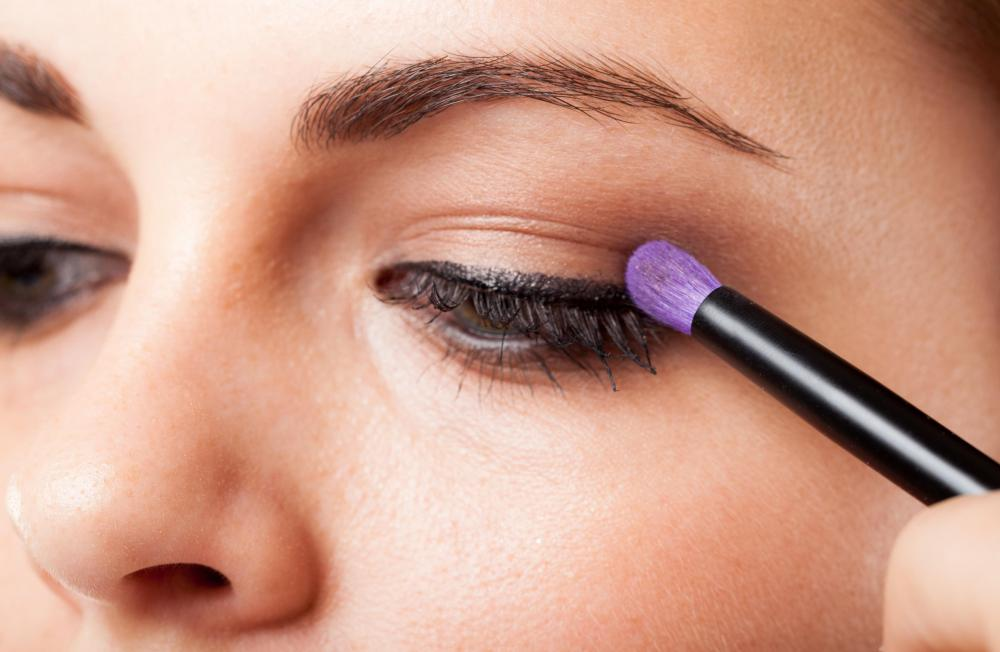 Sharing make-up brushes with other people may spread bacteria and irritate eyelids.