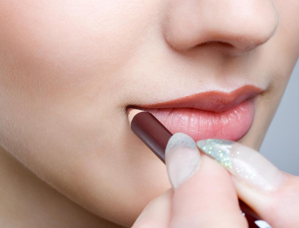 Most women prefer standard lip liner pencils because they are capable of drawing the most precise lip lines.