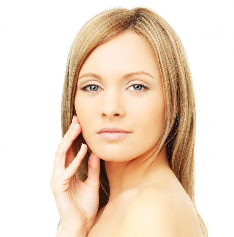 Antioxidant moisturizers may help improve the overall tone of the skin.