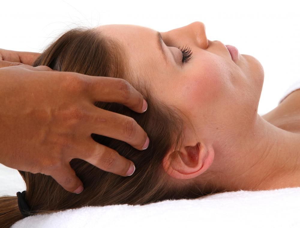 A scalp massage is part of a Jamu massage session.