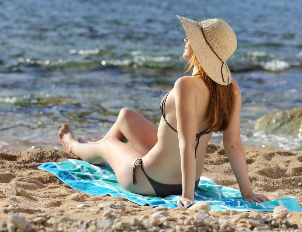 Some people experience sunburn and peeling in the armpit area because they failed to apply sufficient sunscreen.