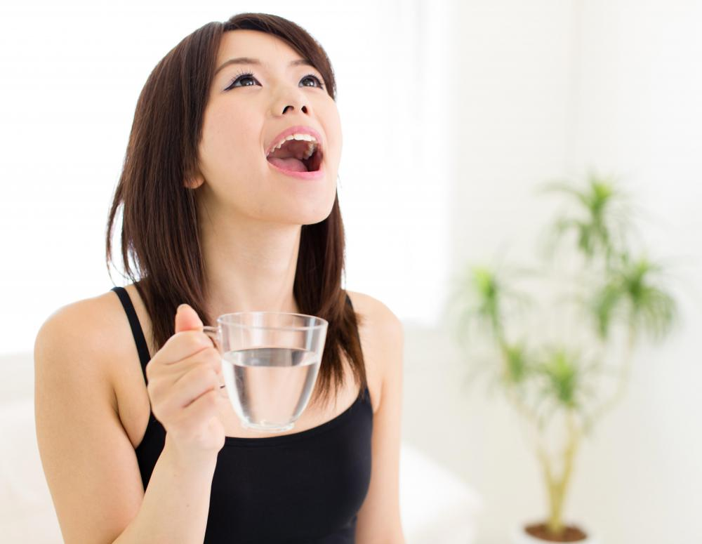 Gargling with warm salt water may help soothe the pain associate with sore tonsils.