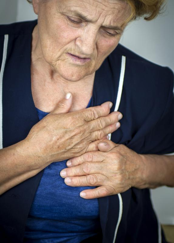 "Dry mouth and chest pain are not considered ""normal"" side effects of using nitroglycerine patches."