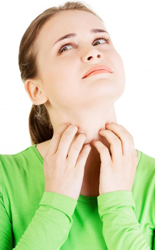 A sore throat may cause swelling, as well as scratching sensations.