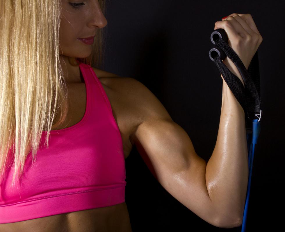 Female bodybuilders often train their biceps with curls.