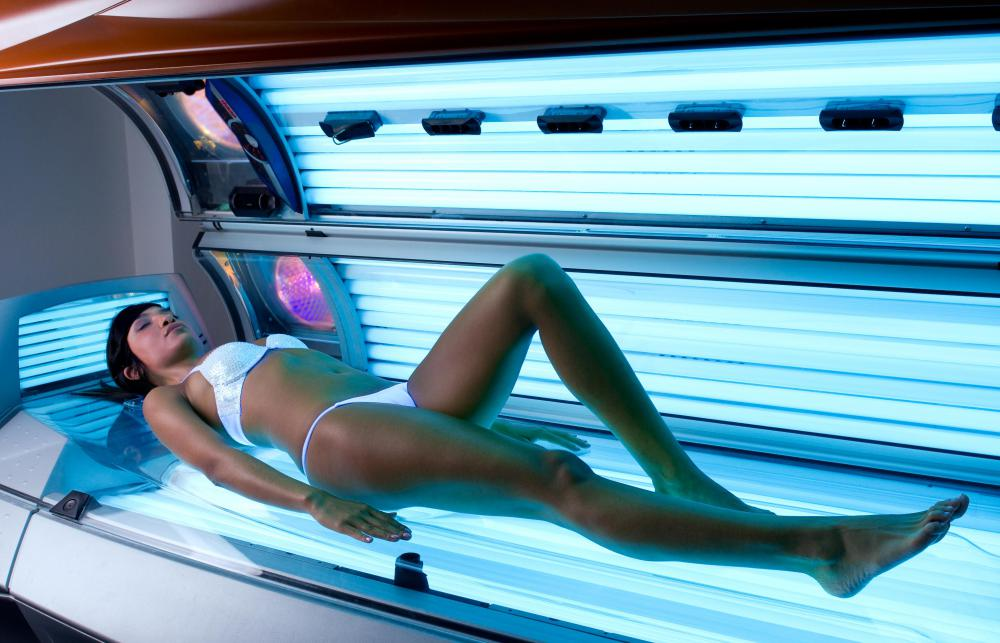 The first electric bath systems were early versions of the modern tanning bed.