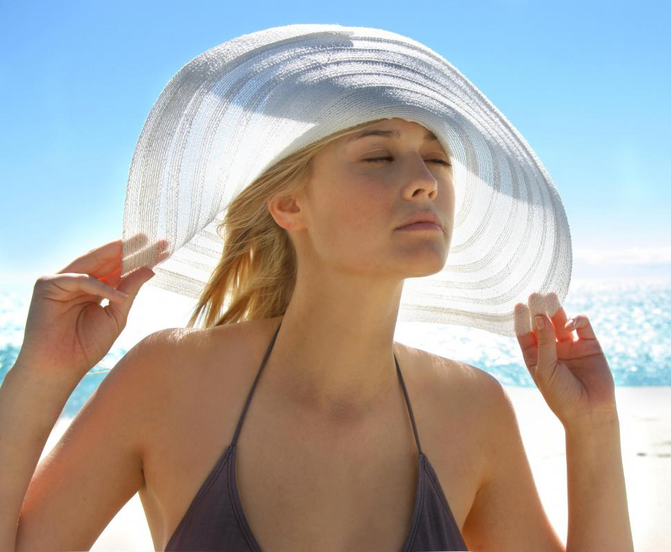 Wide-brimmed hats are recommended for those with lupus lesions.