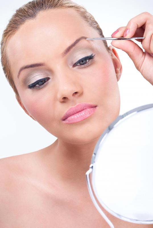 Eyebrow extenders fill in or elongate the appearance of brows.