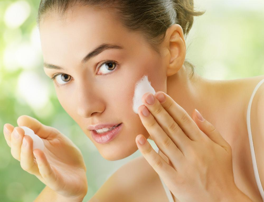 Dyes and fragrances should be avoided when choosing cream for sensitive skin.