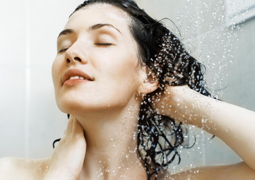 Organic shampoo may help treat dry hair.