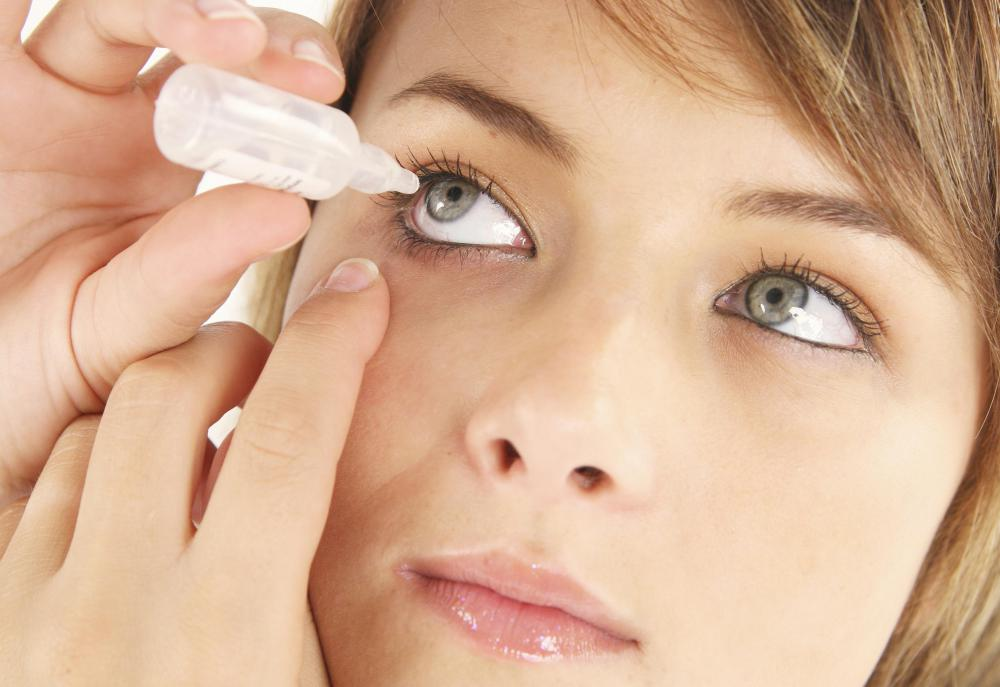 Rinses with a mild saline content can be used to deal with dry eyes and irritation.