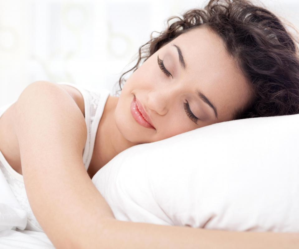 What is a Side Sleeping Pillow? (with pictures)