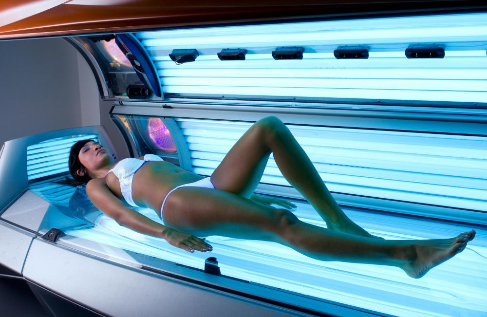 Facial sunburns caused by a tanning bed can promote facial blisters.