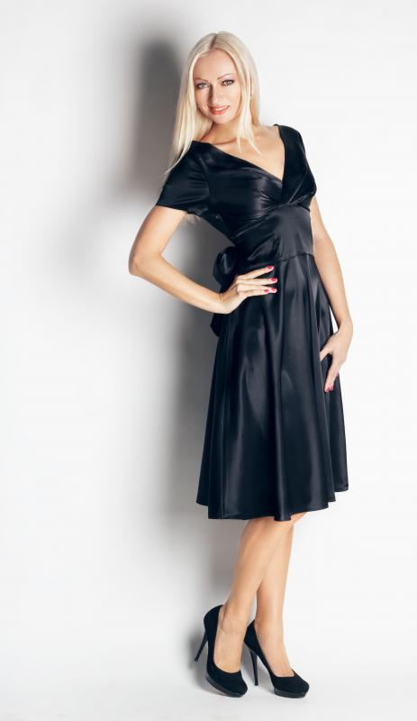 Wearing a black dress is an elegant and flattering way to look thin.