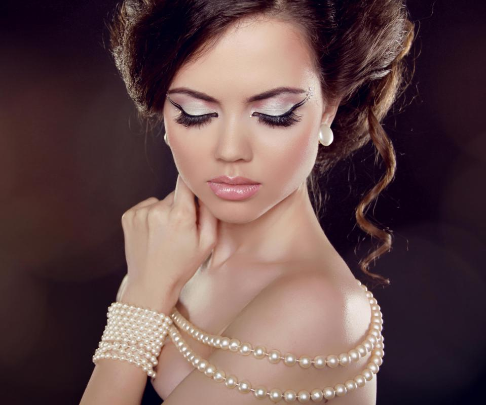 Imitation pearl necklaces are a more subdued type of costume jewelry.
