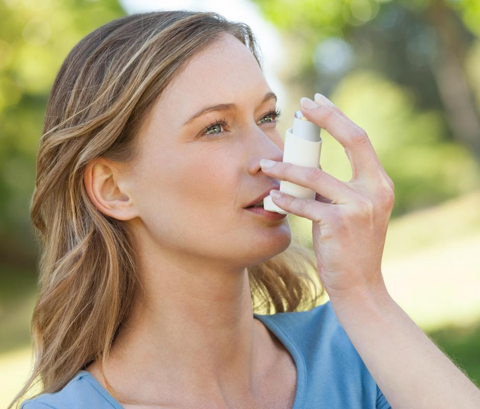 Asthma can cause a drop in oxygen levels in the blood.