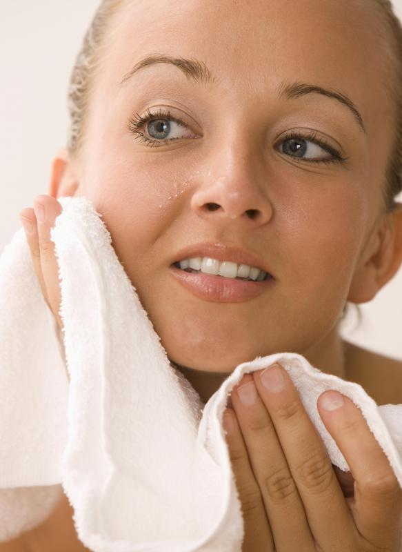 Washcloths can aid in keeping facial pores clean.