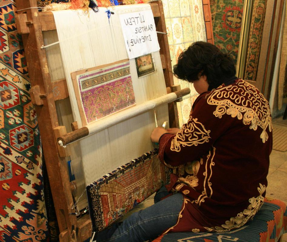 Looms can be used to make rugs, tapestries, curtains and blankets.