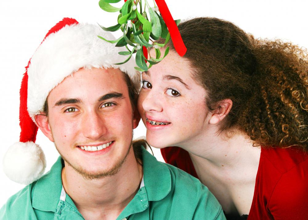 The custom of people kissing under mistletoe is still common in the United States.